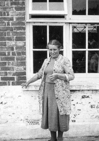 Mrs Ashton – the evacuees' surrogate mother 1940